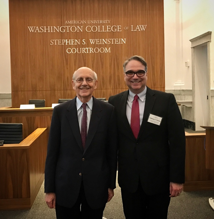Associate Justice Breyer and Vice Dean Tony Varona in the Weinstein Courtroom.